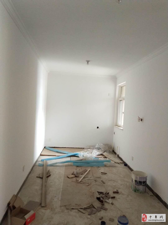 绿都褐石街区3室2厅1卫87万元