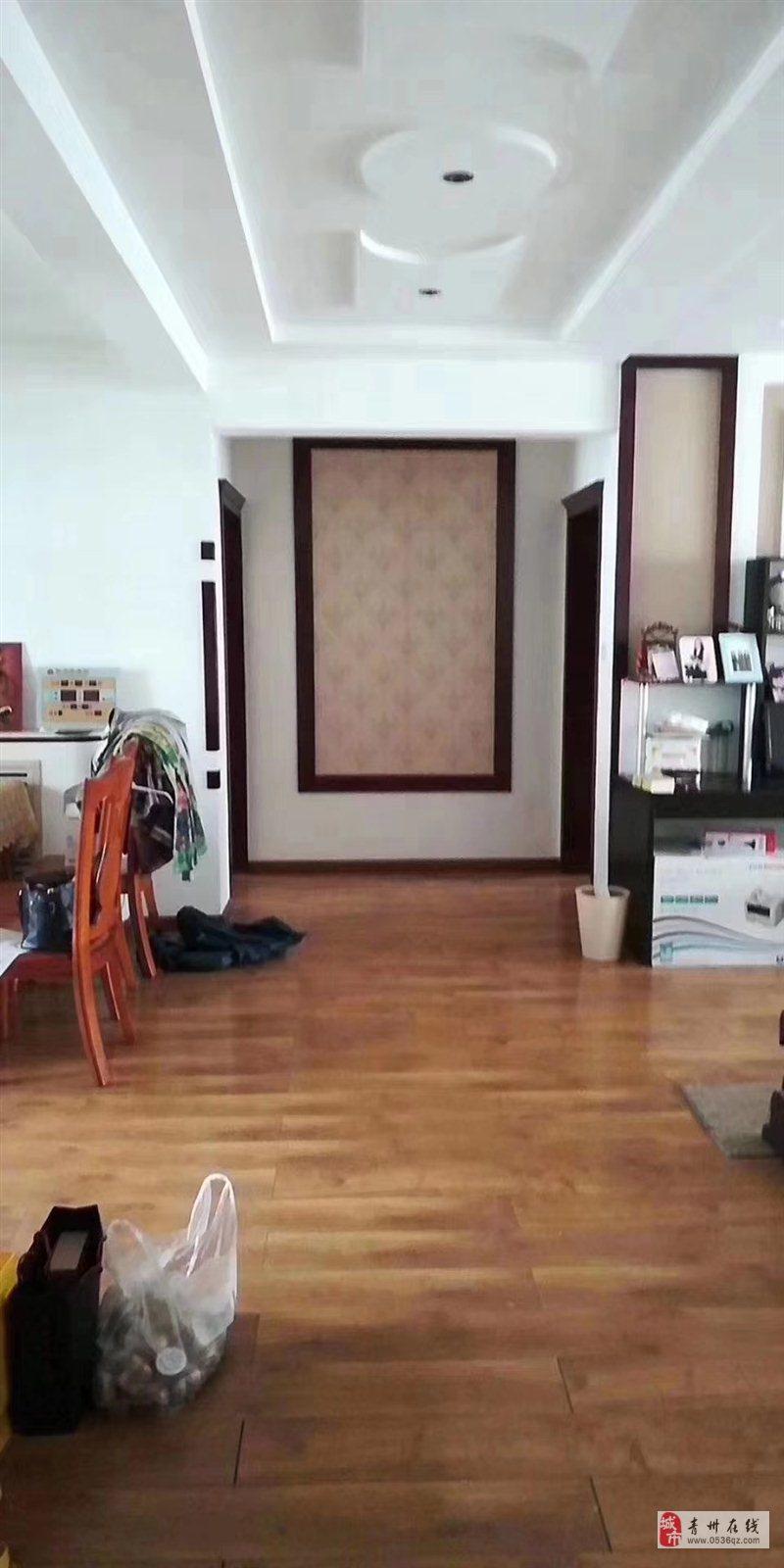 衡王府花园电梯7楼132平精装3室带车库储186万