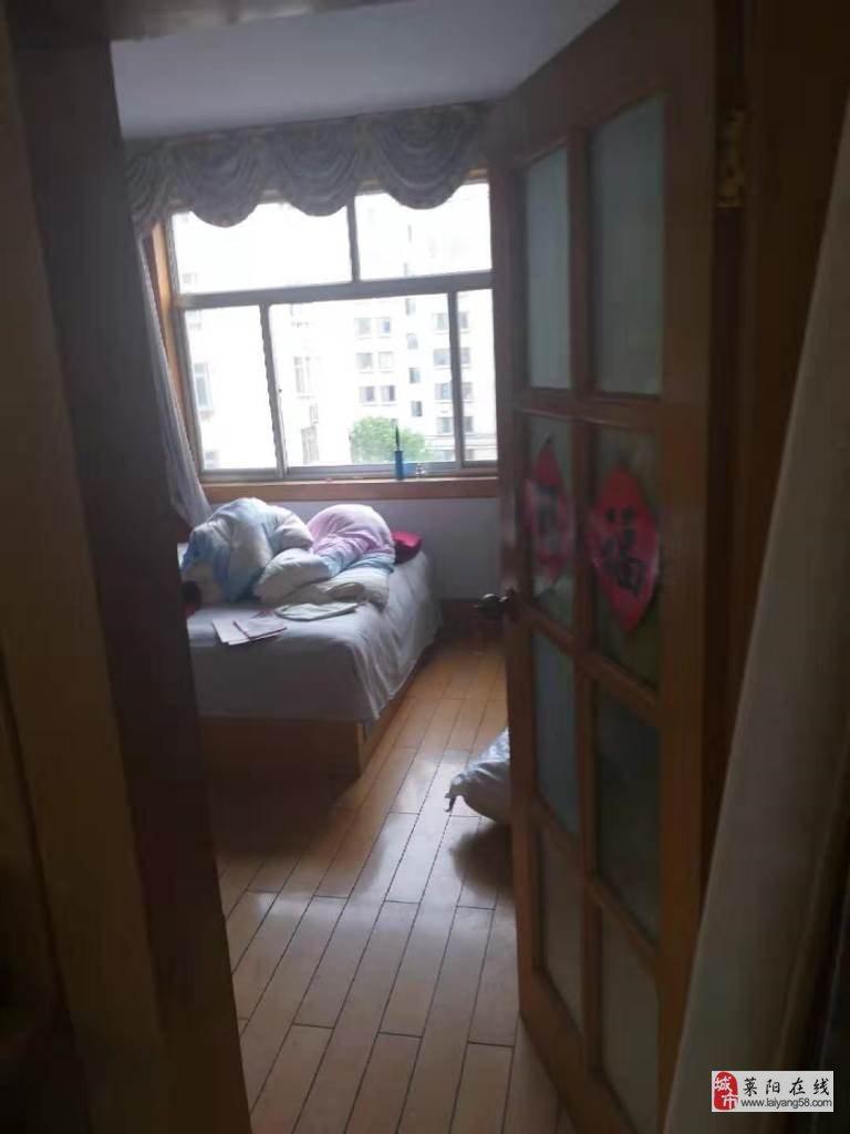 一中小区4楼带地上小房3室2厅1卫60万元