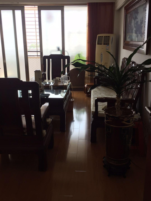 三远江滨花园3室2厅2卫115万元