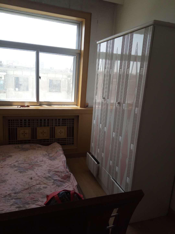 人民街区118平三室两厅一卫34万