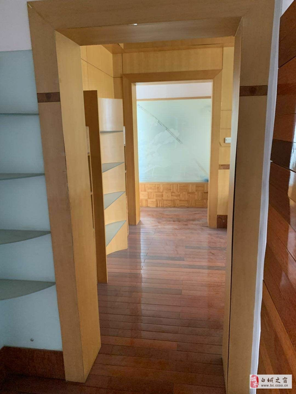 白鹤1区3室2厅1卫90万元3楼