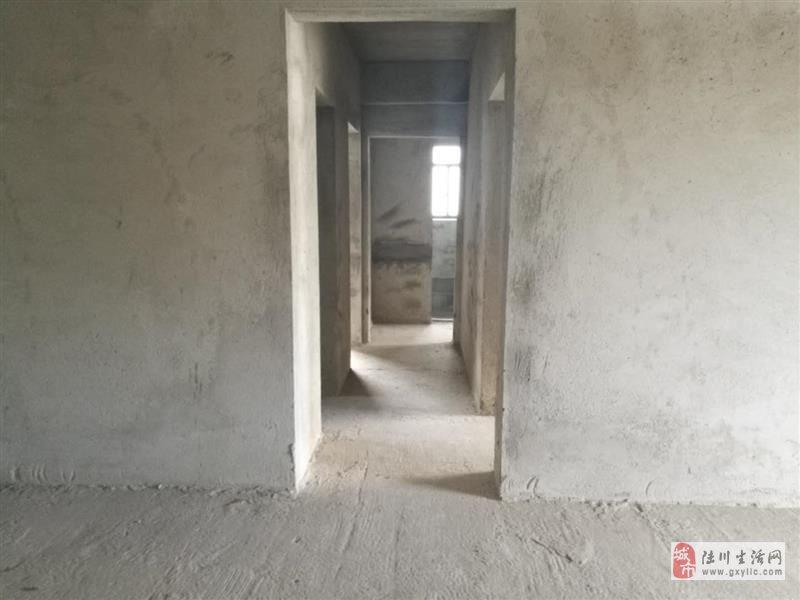 陆川鸣大小区3室2厅2卫41万元抄底价出售
