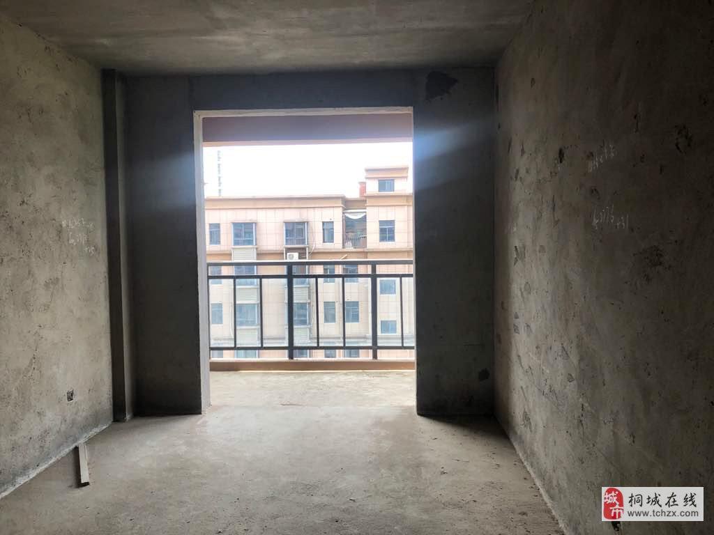 金瑞名城毛坯三房,电梯中层,南北通透,次新小区