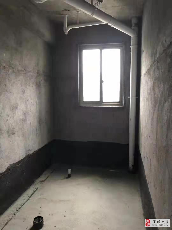 锦江花园4室2厅2卫113万元