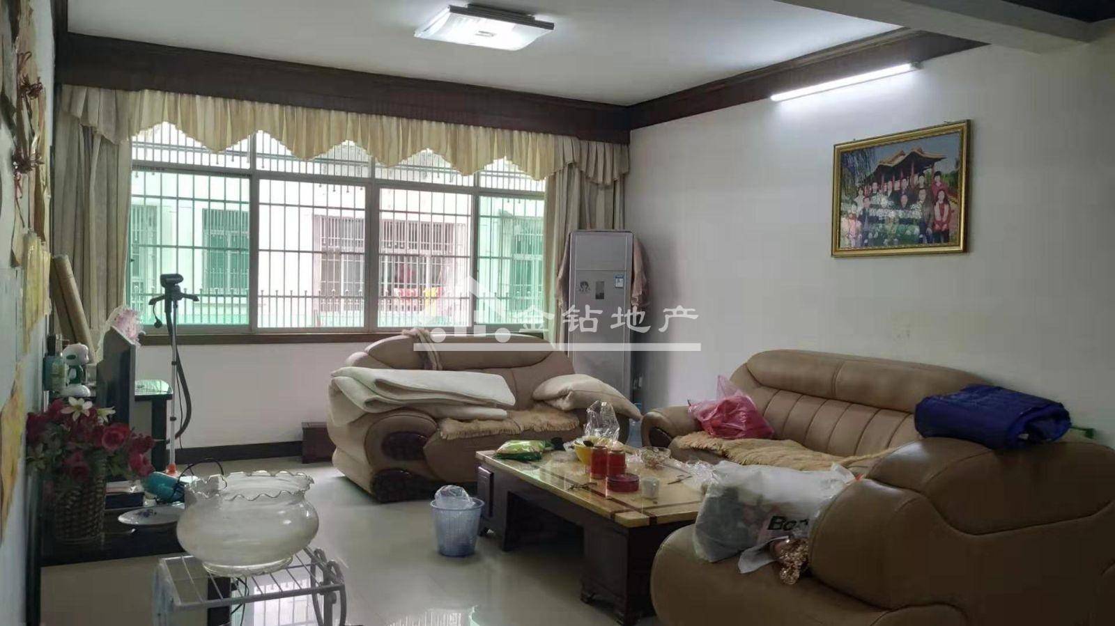 福城花园90万3室2厅2卫中装低价金沙网上赌场,房主急售。