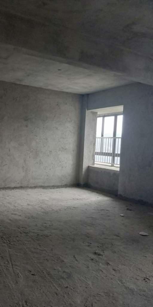 铁观音山庄一期4室2厅2卫170万元