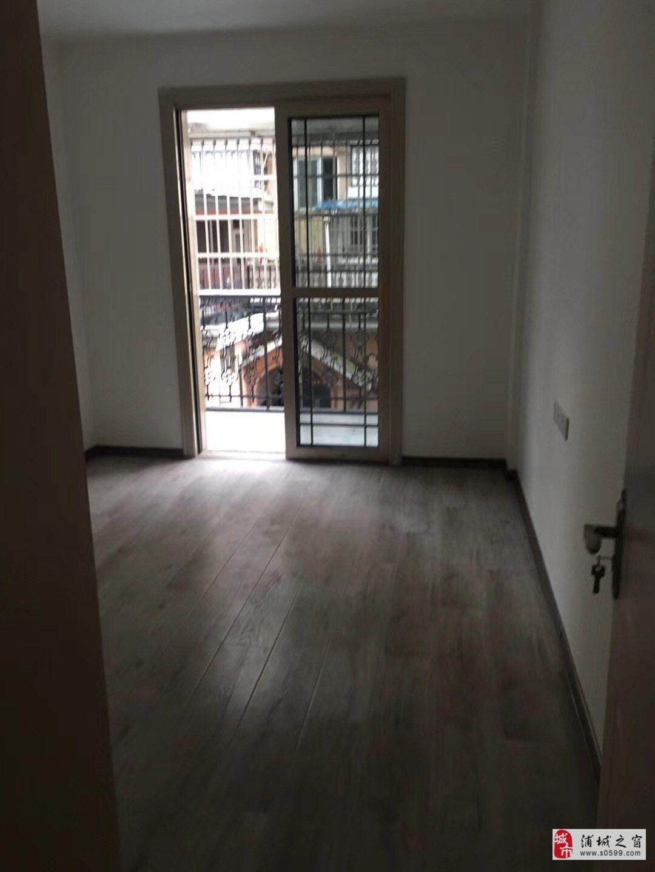 江滨二期二楼崭新装修.房产证面积118平4室2厅2卫