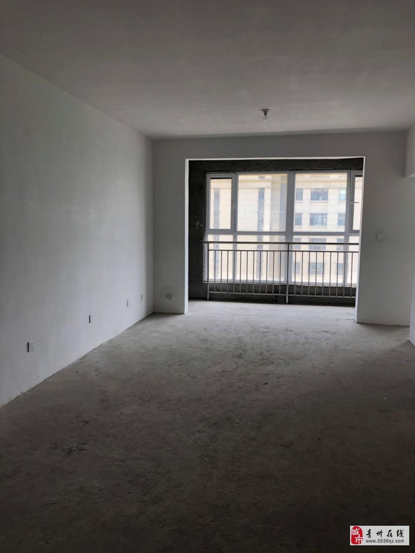 诺贝尔城1楼127平带院毛坯三室带车位储可按揭