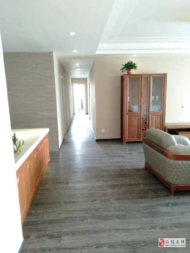香榭花都5室2厅3卫152.8万元