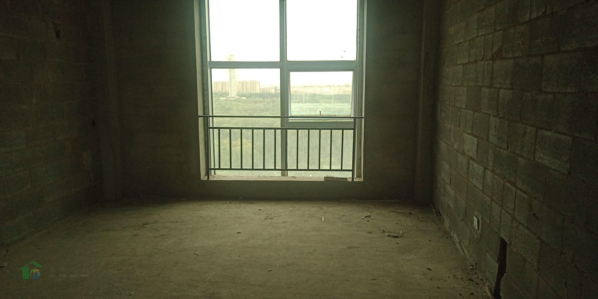 东湖八号3室2厅2卫162平米10楼毛坯低价出售