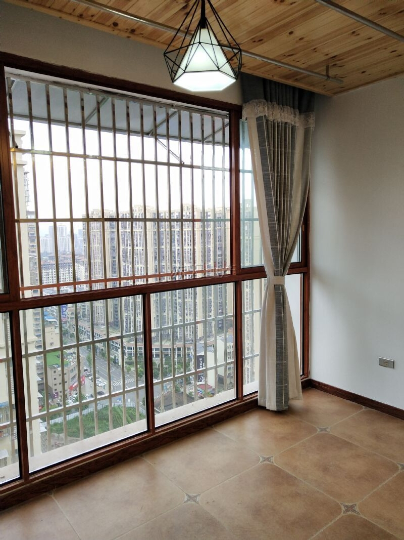 东城首座3室2厅2卫77万元