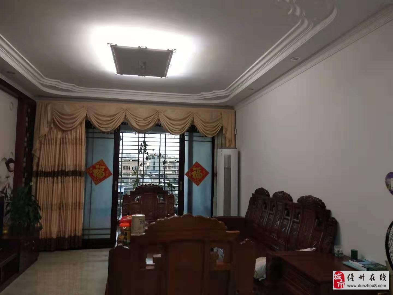 3室2厅2卫特价学区房6700/平米