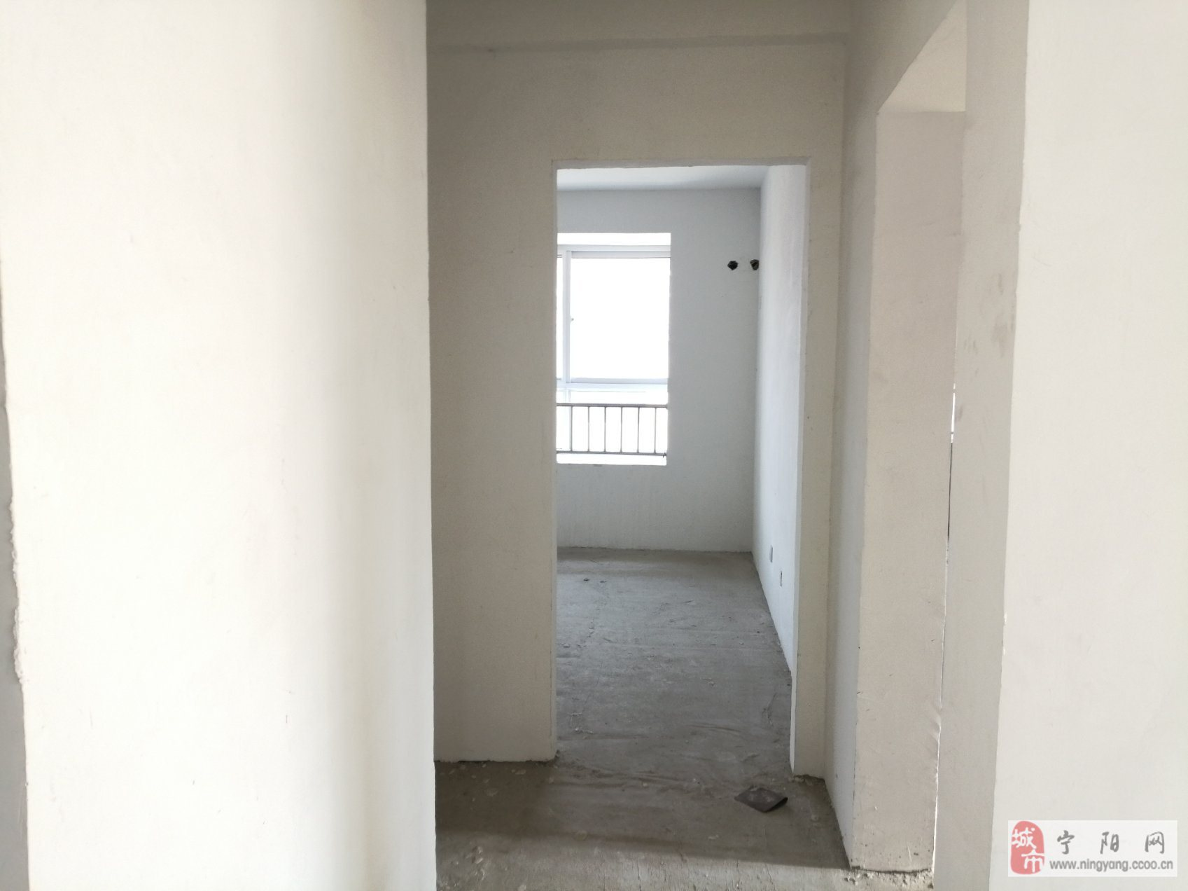 汽车站附近两室朝阳送储藏室8平,看房方便