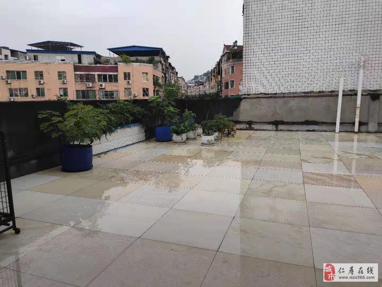 龍水河附近,三樓,帶屋頂花園,套三雙衛