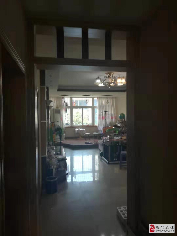国税小区4室2厅2卫63.8万元