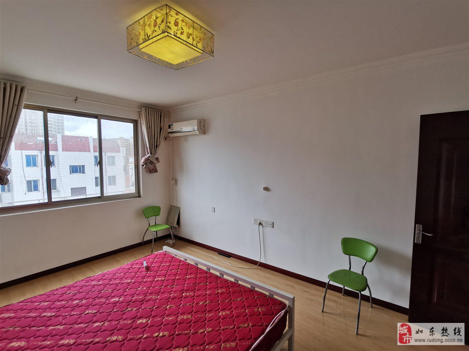 黄海路88平米3室2厅1卫赠附房