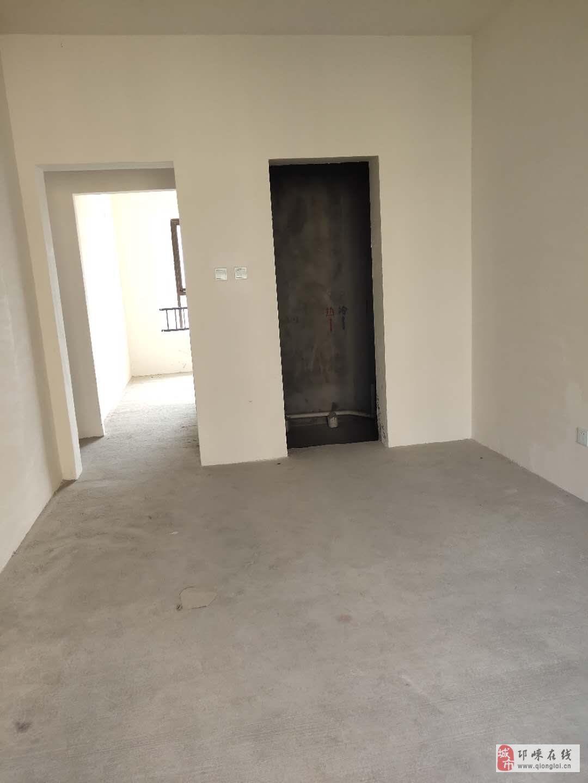 翡翠湾3室2厅2卫86.8万元