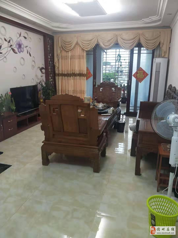 低价出售125平的3房2厅2卫