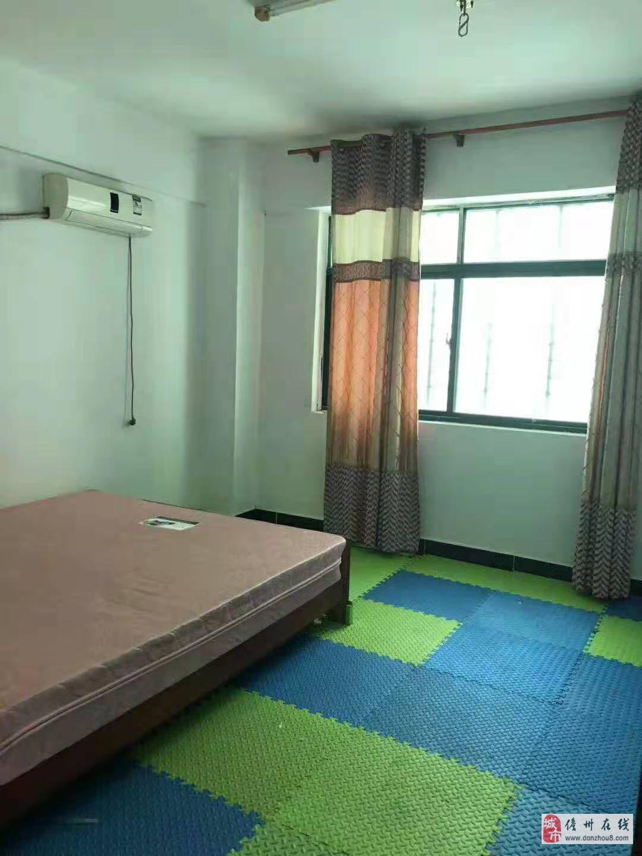 群英公寓2室2厅1卫38万元