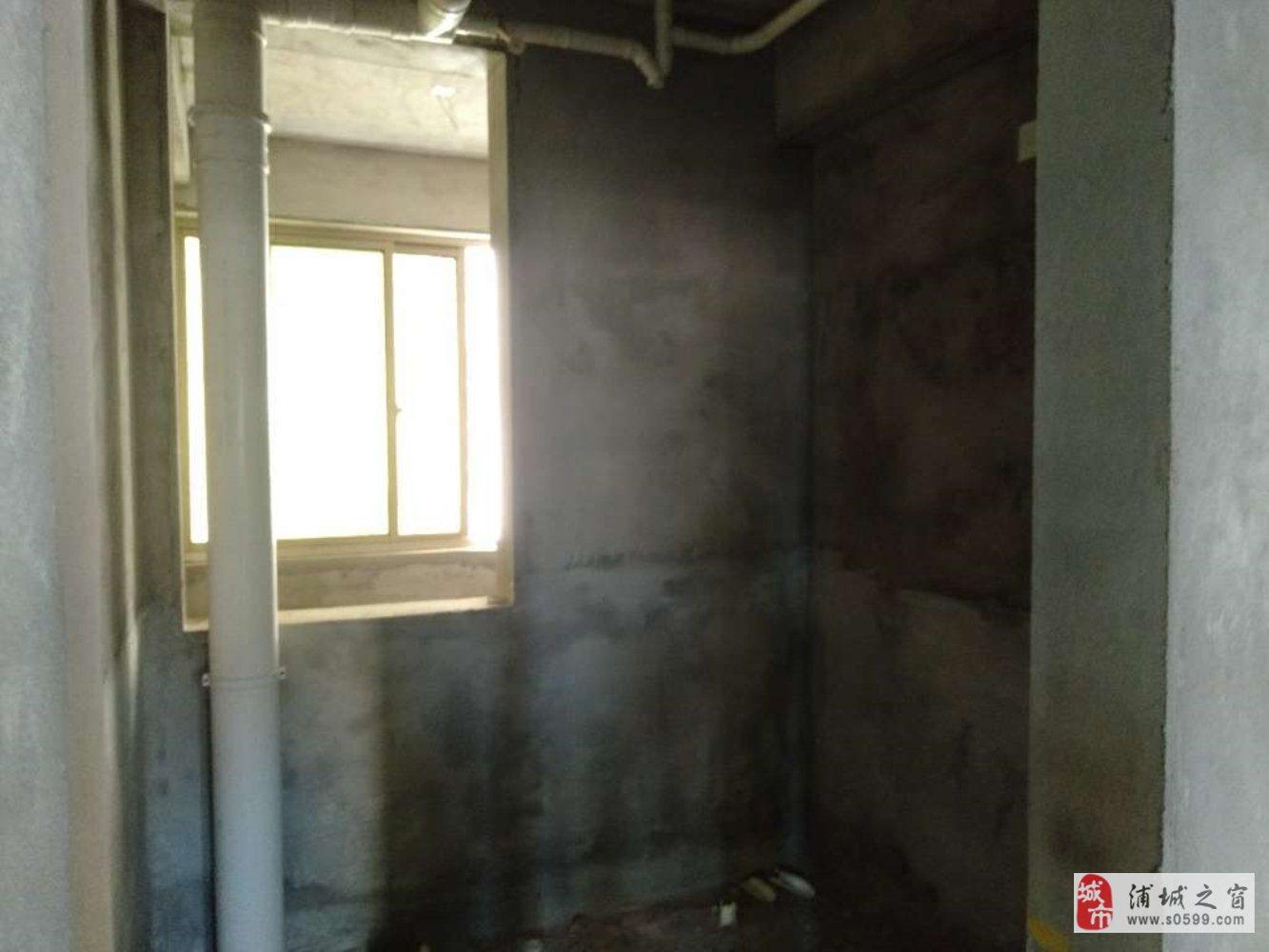 紫興新城3室2廳2衛59.6萬元