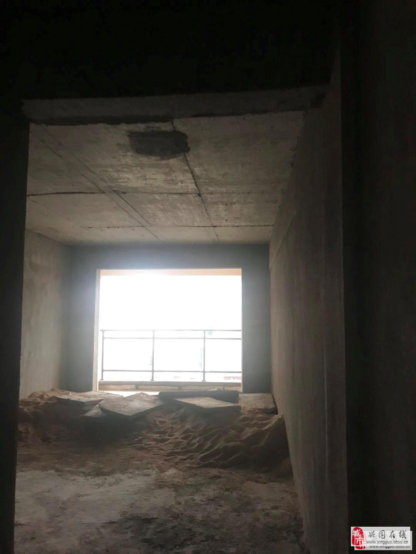 萬象新城3室2廳2衛65萬元124平方米