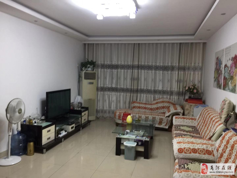 豪门庄园3室2厅2卫135带储藏室20平,3楼,精装