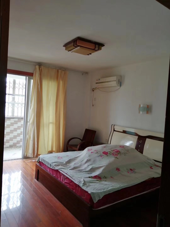 怡园小区136平3室2厅2卫128万元