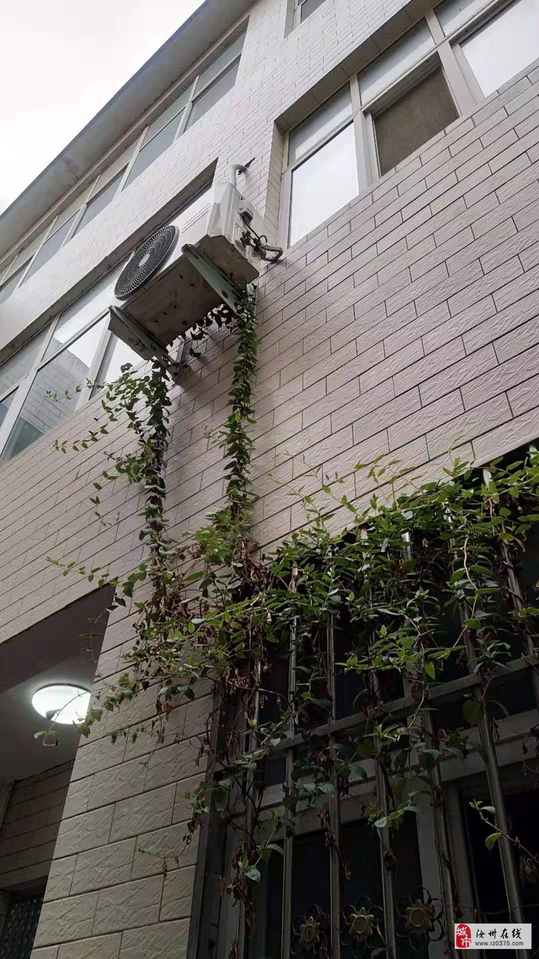 建興街獨院2分3層半,8室3廳3衛有證能過戶