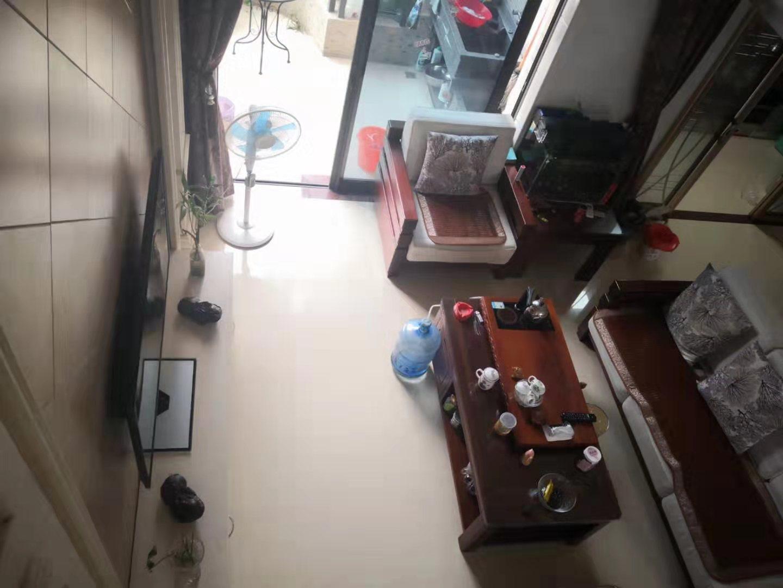 时代广场4室2厅2卫185万元