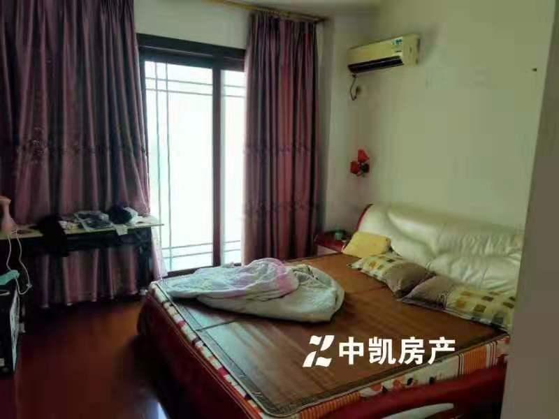 龙湖山庄3室2厅2卫120万元