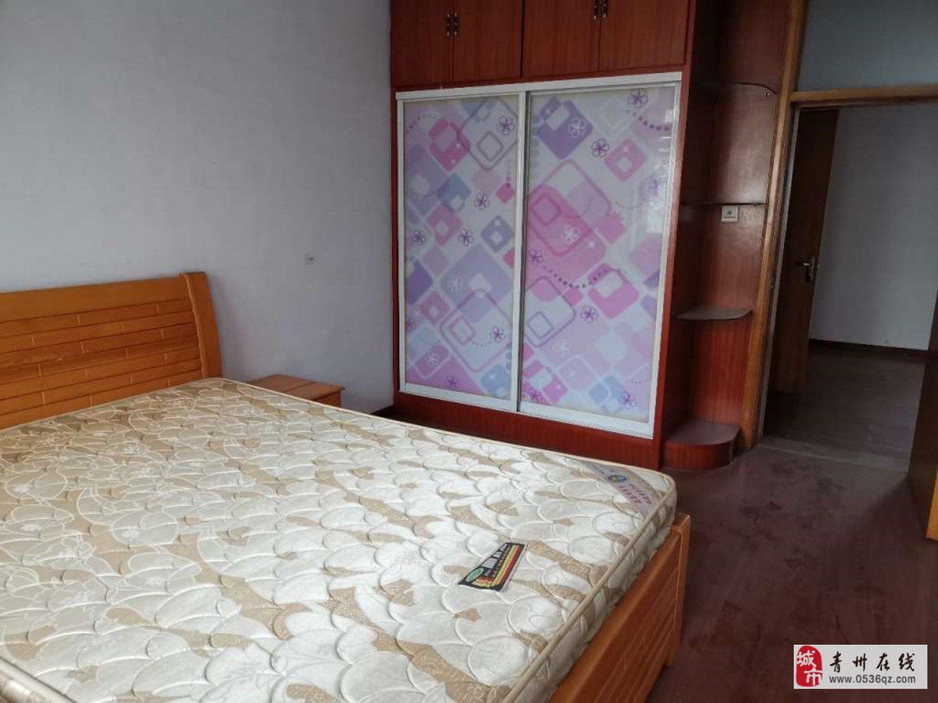 王府小区3楼90平简装三室带储45万元