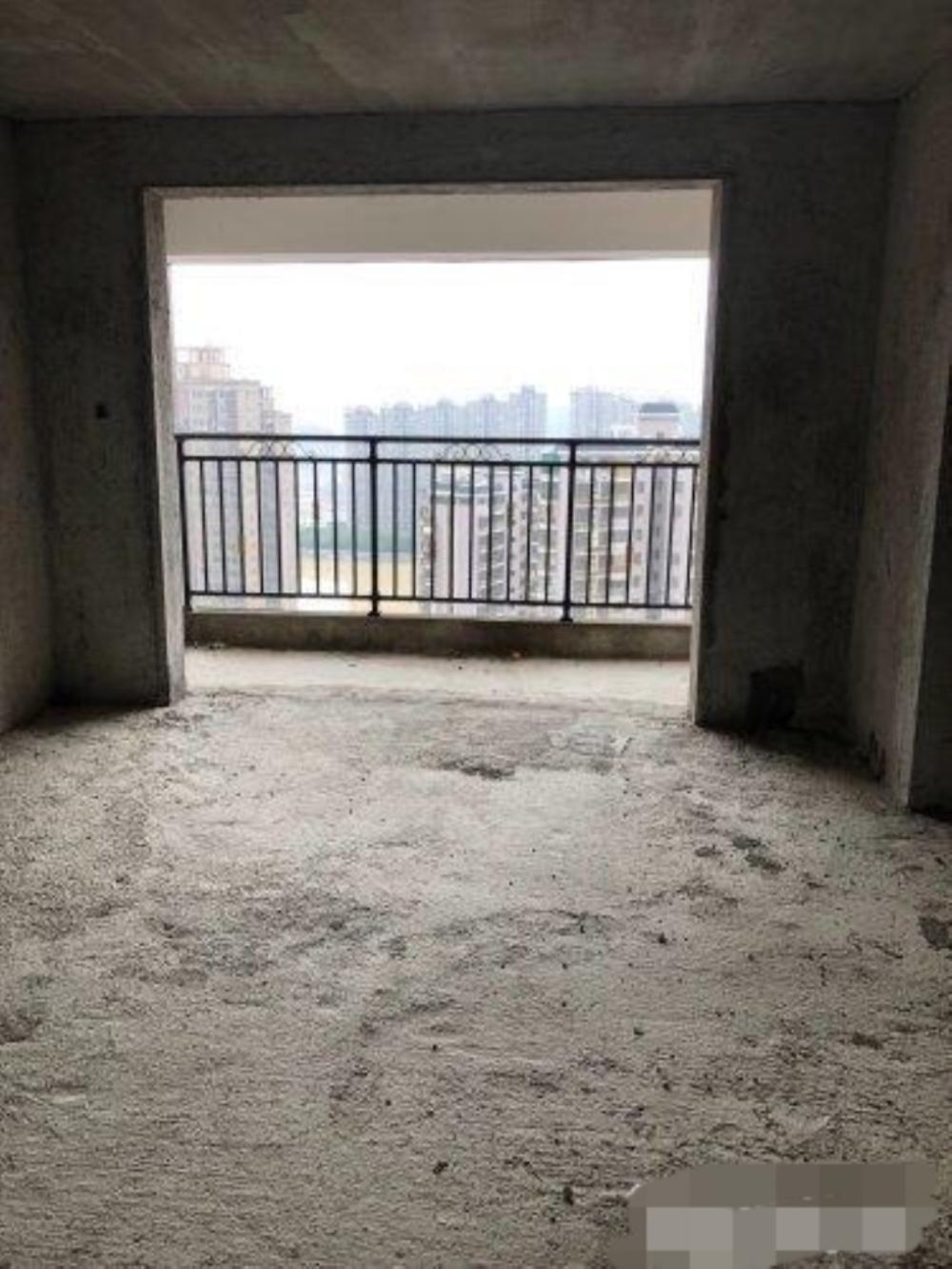 山水湾套房出售,毛坯房,读八小凤城中学,中高楼