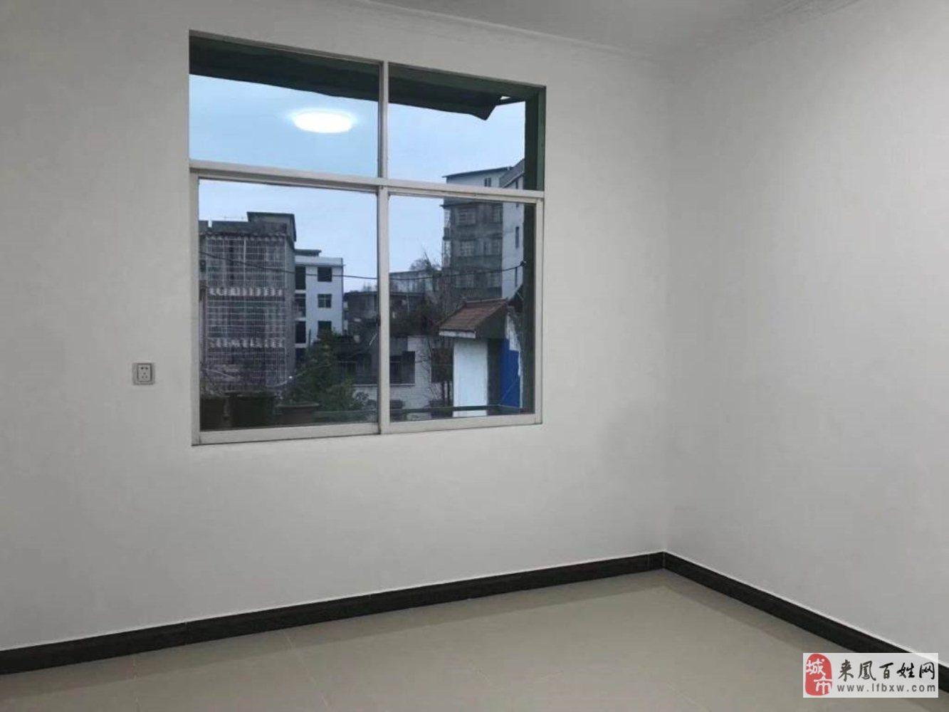 宿舍房3室2廳1衛32萬元