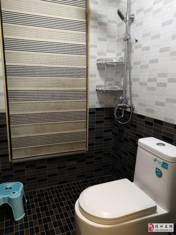 水榭丹堤3室2厅1卫82万元送家具家电。