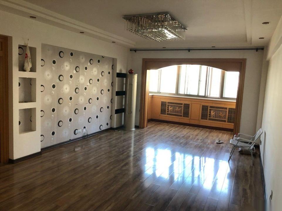 大众家园三楼132平米三室普通装修电梯房,