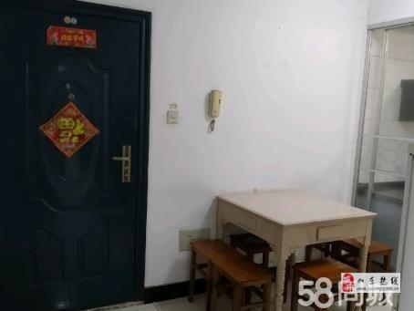 東大公寓62平中裝2室1廳含附房55.8萬元