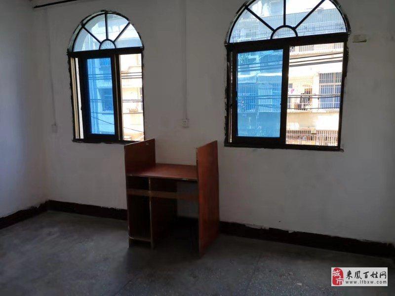 老來鳳一中宿舍3室1廳1衛31.8萬元