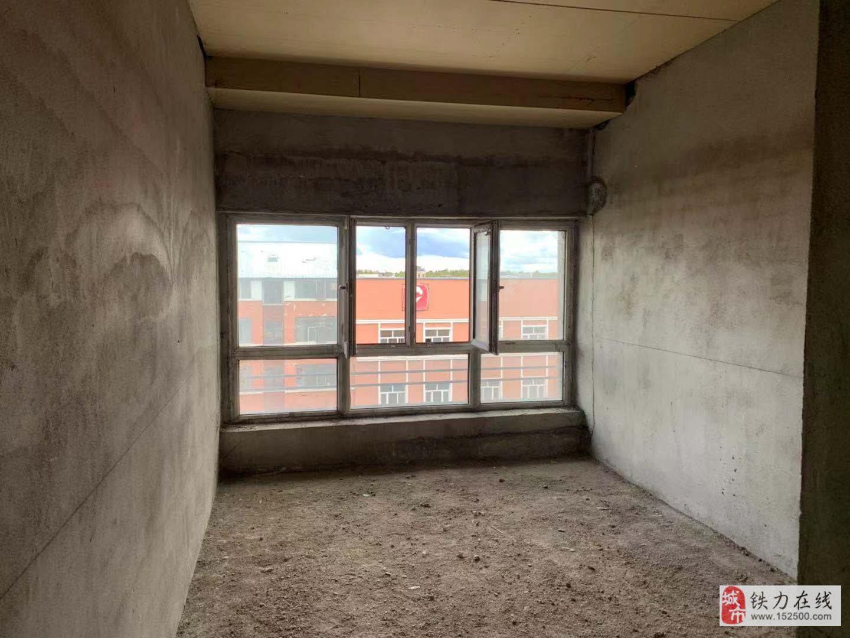 四季花城2室1廳1衛10萬元