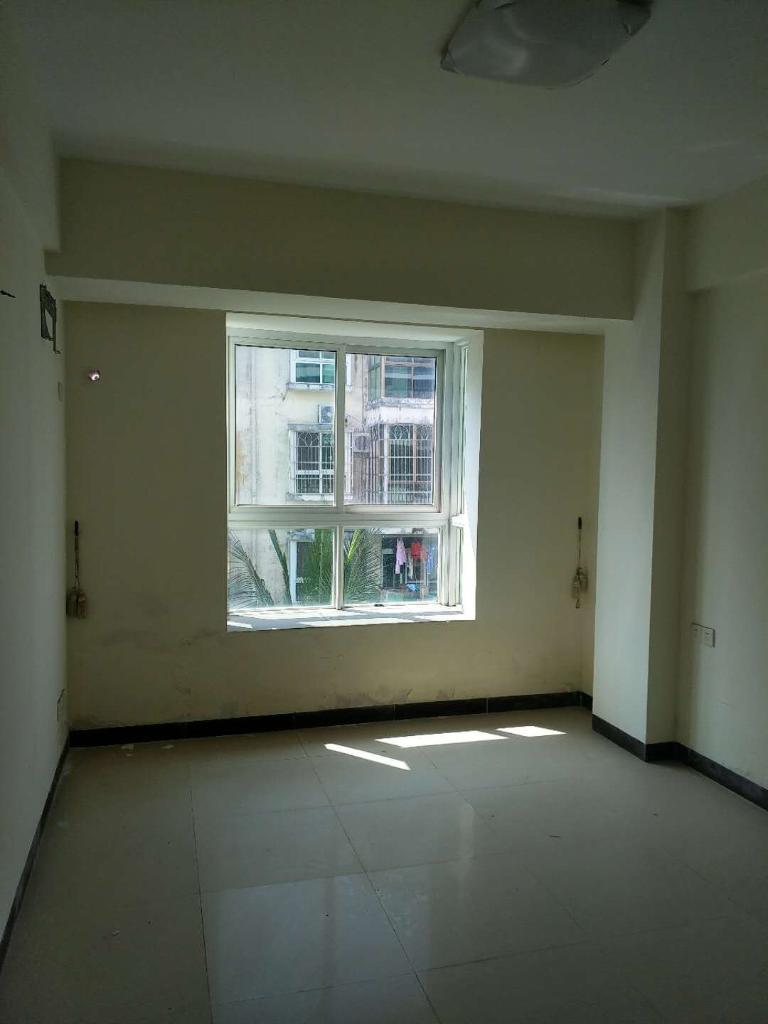 琼海市爱华东路博海假日3室2厅1卫80万元