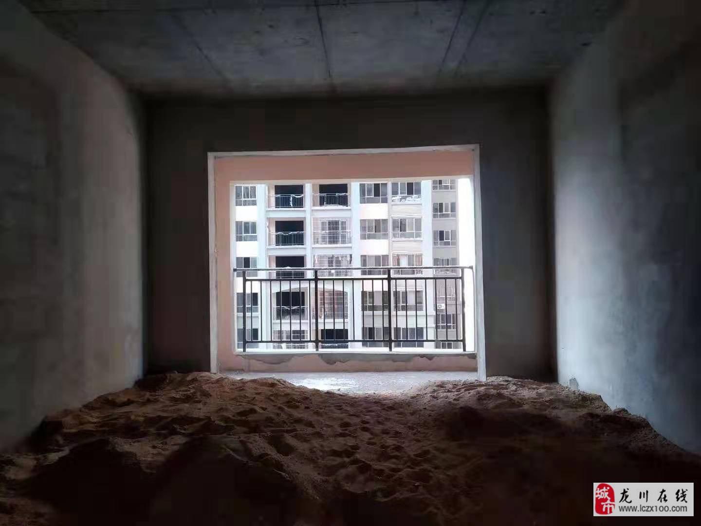 泰华城j区4室2厅3卫75万元