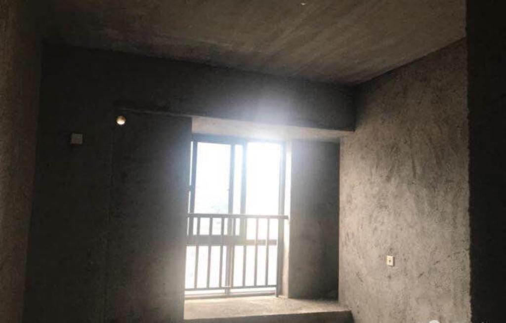 永隆朝南毛坯房99.7平售125萬元