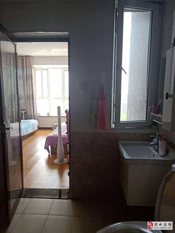 新东城简装三居室,有本,单价8000/平,看房随时
