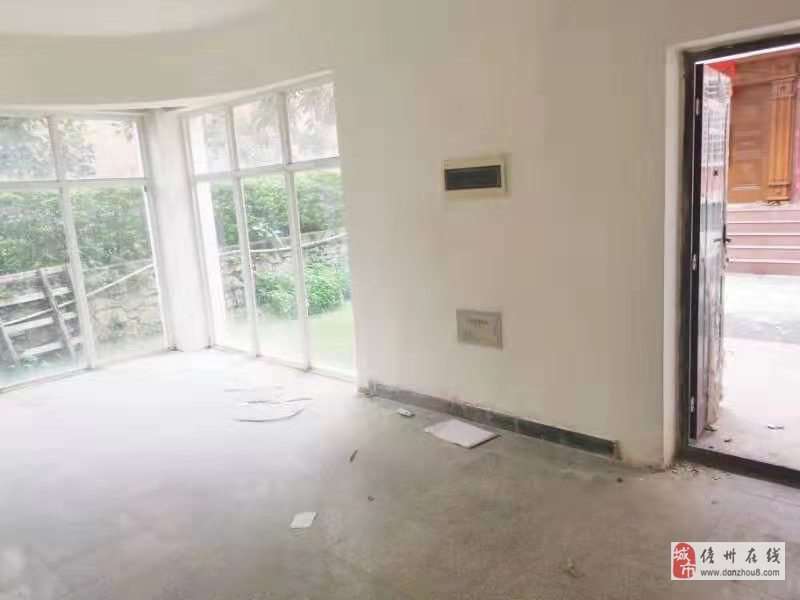 海南儋州市隆华新村9室3厅3卫180万元