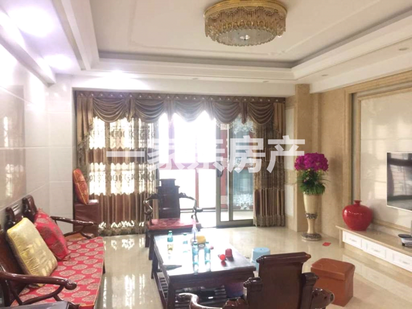 世紀豪庭樓王精修4室2廳2衛155萬