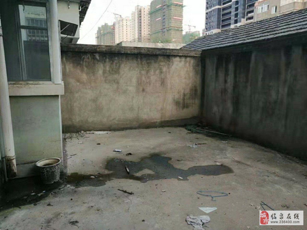王柿圆新村一楼带30平方院子分证45万元
