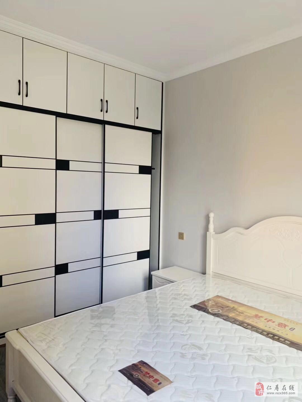 麓兰春都4楼3室2厅1卫52.8万元