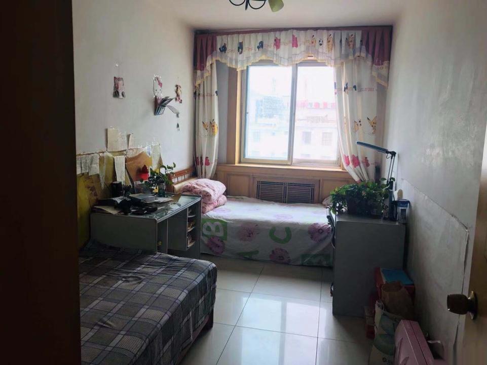 愛民小區三室兩廳4樓帶家具家電出售