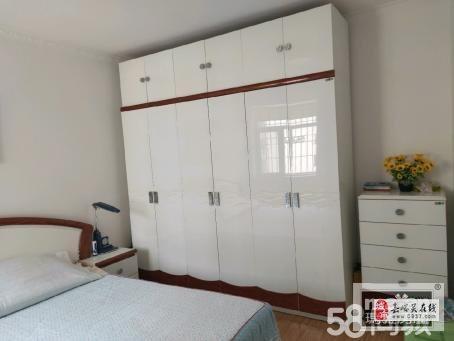 明珠花園7樓精裝2室2廳1衛45萬元
