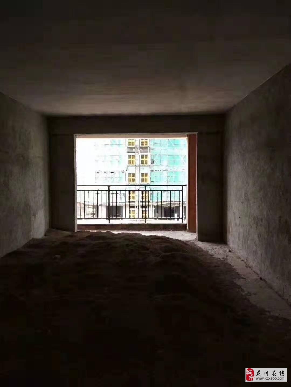 泰华城d10栋4室2厅2卫89.8万元